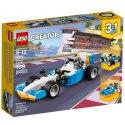 Užij si závodní dobrodružství se sadou LEGO Extrémní motory, která obsahuje závodní auto ve sportovní kombinaci modré, bílé, žluté a černé barvy.