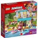 Užij si zábavu a dobrodružství s LEGO Juniors 10763 Stephanie a její dům u jezera.Pusť se do závodu po vyznačené trase a zjisti, kdo se dostane jako první k šachovnicovému praporku.