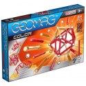 Magnetická stavebnice Geomag Color 64 obsahuje 30 dlouhých tyčinek a 30 kuliček a čtyři stavební podložky.